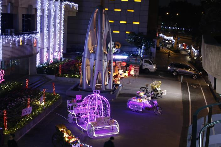 大安區行政中心廣場的美麗燈飾-3