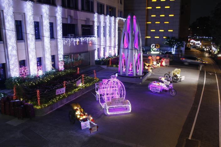 大安區行政中心廣場的美麗燈飾-2
