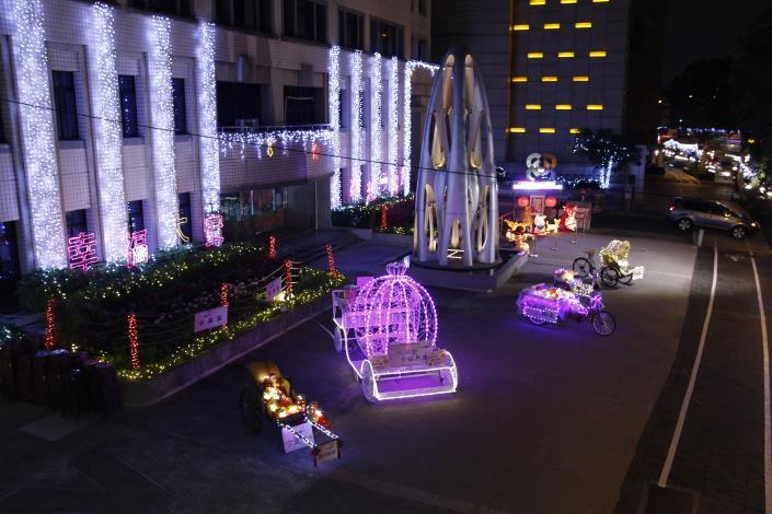 大安區行政中心廣場的美麗燈飾-1
