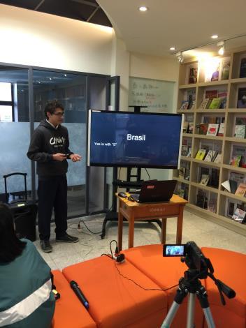 1041TEDxHSSH課程實錄照片 (3)--本校國際學生Vitor參與課程發表