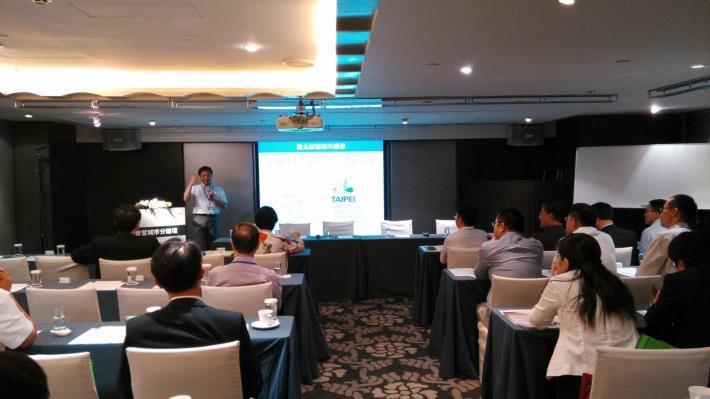 臺北市資訊局李維斌局長在「智慧城市分論壇」分享智慧城市發展與未來的主題