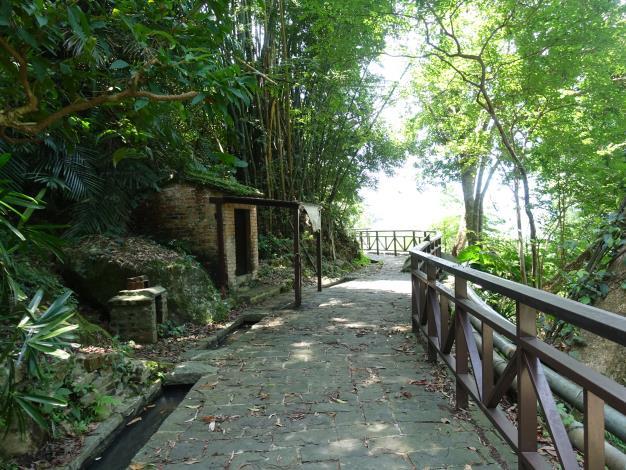 照片8 溪山百年古圳-土地公此處常居 守護遊客與這片土地