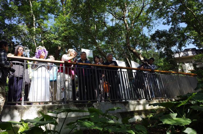 圖16.德鴻老師向市長介紹萃湖的生態以及文山社大、荒野協會與公園處共同努力的成果[開啟新連結]