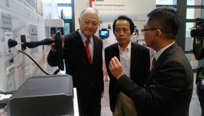 圖說:林欽榮副市長在研華科技何春盛總經理的陪同下參訪研華物聯網園區