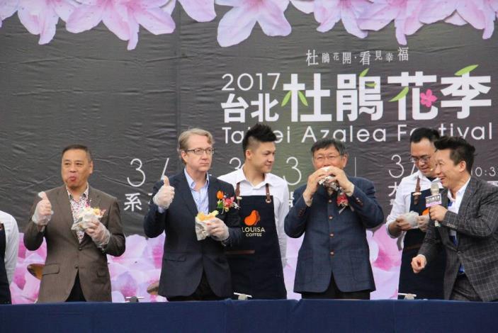 (圖2) 市長與民眾體驗製作三明治享用咖啡,體驗野餐美好[開啟新連結]