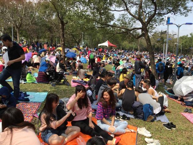 (圖5) 音樂會活動現場吸引大批民眾共襄參與[開啟新連結]