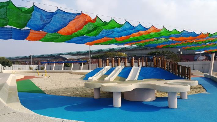 1大佳河濱共融式沙坑為目前全台規模最大同時設有遮陽設備
