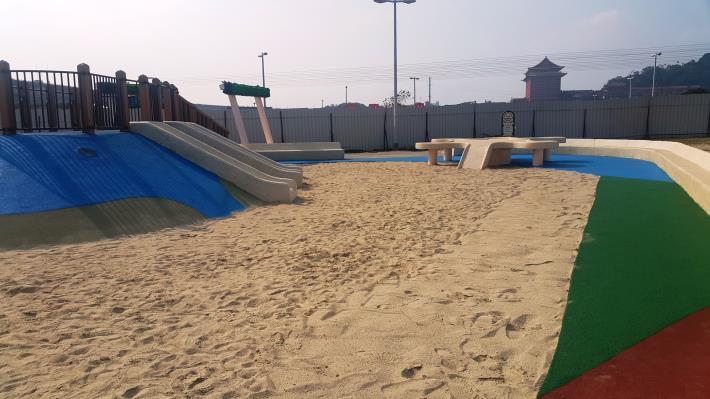 大佳河濱公園的共融式沙坑為目前全台規模最大