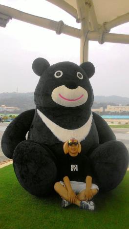 歡迎民眾來和熊讚拍照