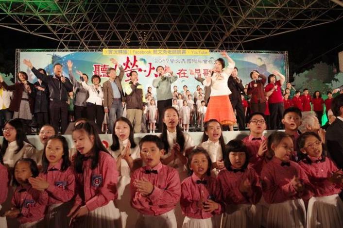 (圖8)在大家合唱過程中,散播希望與愛
