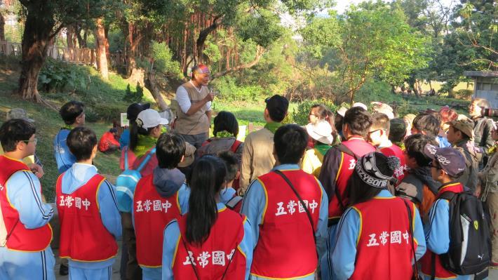 週邊學校學生積極參與榮星花園公園生態說明[開啟新連結]
