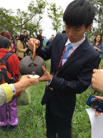 (圖2) 華梵大學招待臺灣特有茶飲,驚艷外國學者