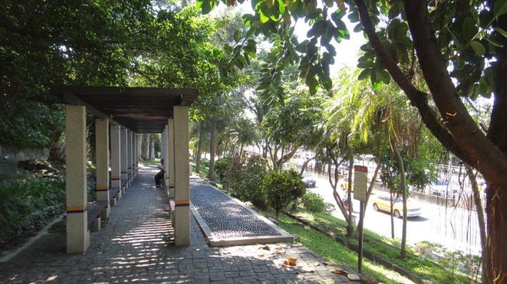 圖2、劍潭公園造型花架及健康步道