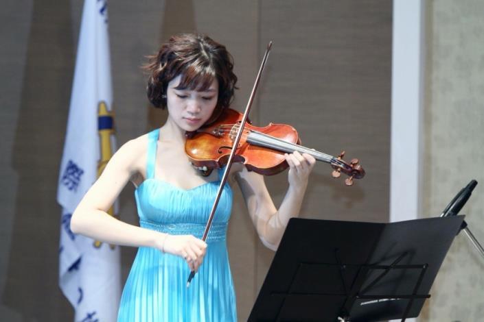 圖6.周六上午小提琴演奏家林蓓瑩老師,現香頌室內樂團首席及北藝大推廣中心小提琴老師[開啟新連結]