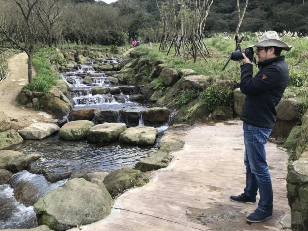陽明溪等著攝影愛好者前來取景拍攝[開啟新連結]