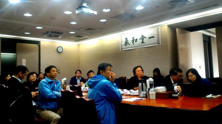市長柯文哲參與「台大無邊界大學計畫」、「台大D-School」實驗性合作計畫的會議。