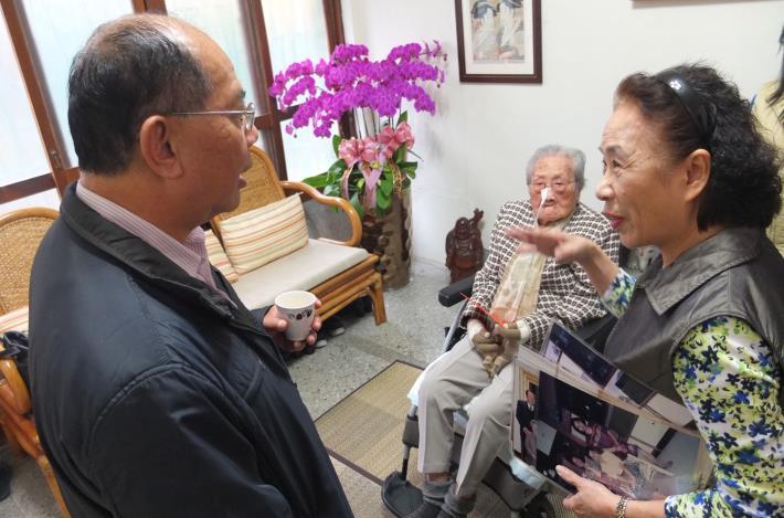 家屬暢談奶奶年輕時旅遊各國的趣聞