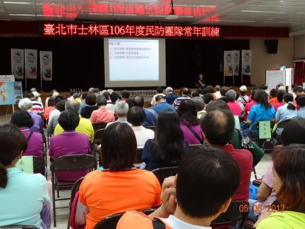 李佳晏、陳奕竹講師講授「防災講堂、簡易疏散避難地圖製作及行動勘災APP介紹」。