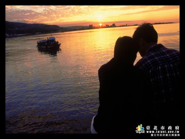 夕陽下的幸福1024x768[開啟新連結]