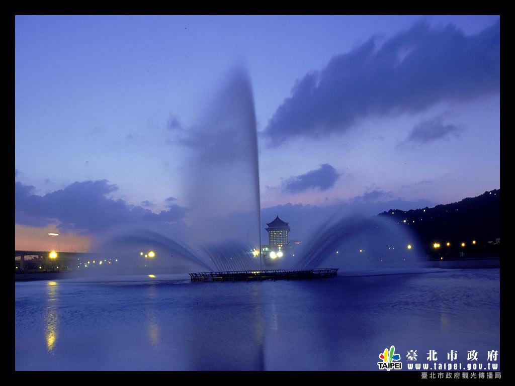 大佳河濱公園之噴泉1024x768