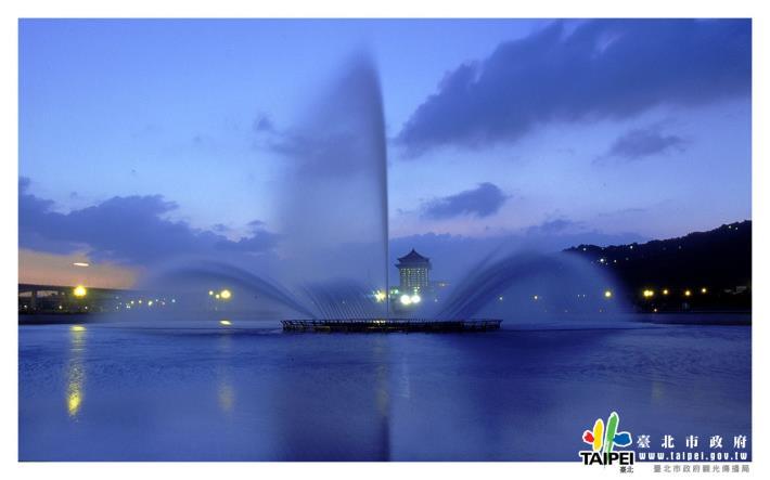 大佳河濱公園之噴泉1280x800[開啟新連結]