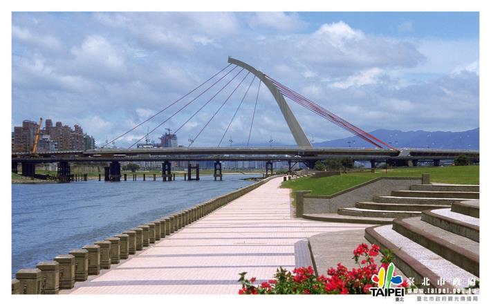 大直橋橫跨大佳河濱公園1280x800[開啟新連結]