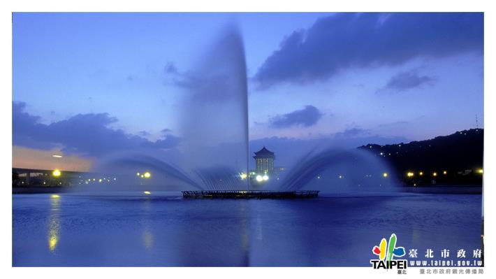大佳河濱公園之噴泉1240x698[開啟新連結]