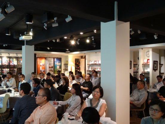 主題論壇:2015臺灣企業策略轉型之路-商業模式再創新