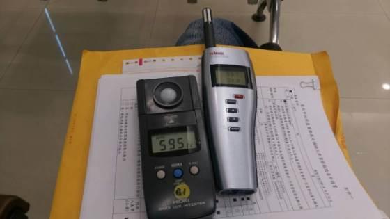 量測室內照度與溫溼度值