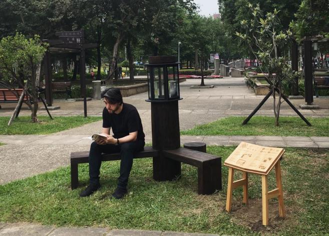 圖3、設計師郭俠邑創作林森公園書席。[開啟新連結]