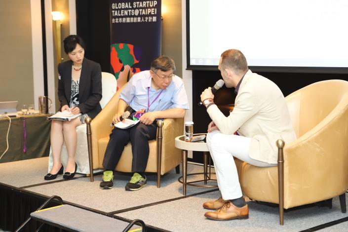 圖3、柯市長與荷蘭團隊 (Crayonic)對談[開啟新連結]