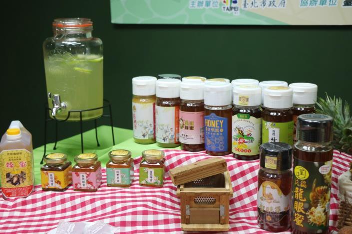 圖7、本週將在臺北花博農民市集現場展售之各項蜂蜜[開啟新連結]