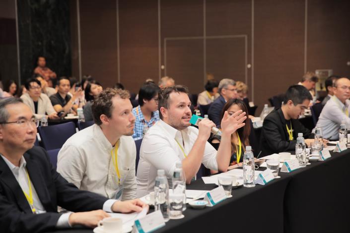 圖7、媒合會評審問答照片(左1)聯訊創投 周德虔 總經理、(左2) Doede M. Holtkamp 荷蘭XRBase加速器、(左3) Michael Wojcieszek 香港Betatron加速器。.JPG