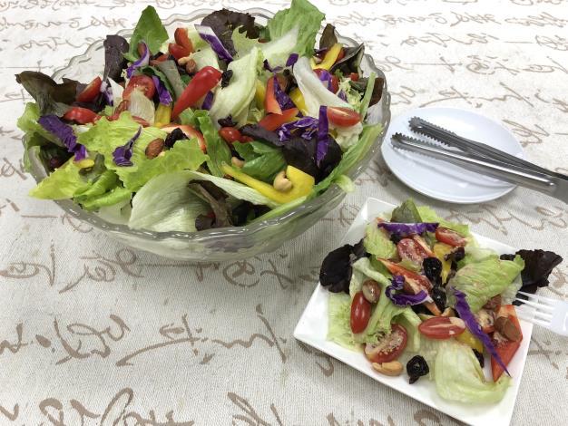 圖5、運用花博農民市集食材製作成新鮮健康的生菜沙拉。[開啟新連結]