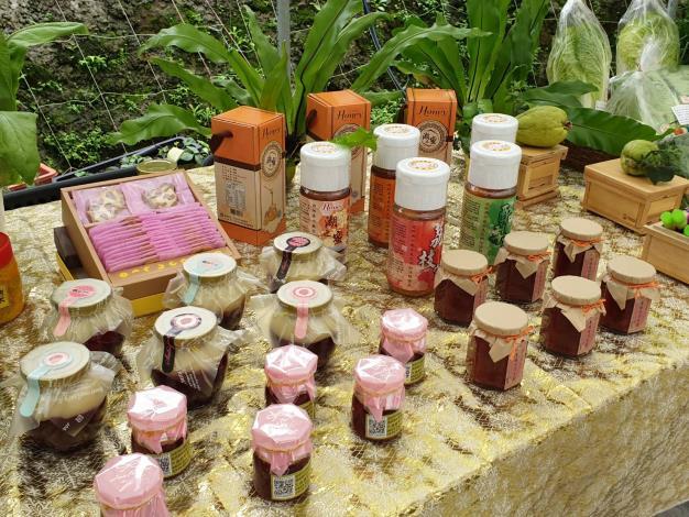 圖8、白石湖社區發展協會生產的有機蜂蜜與特色產品。