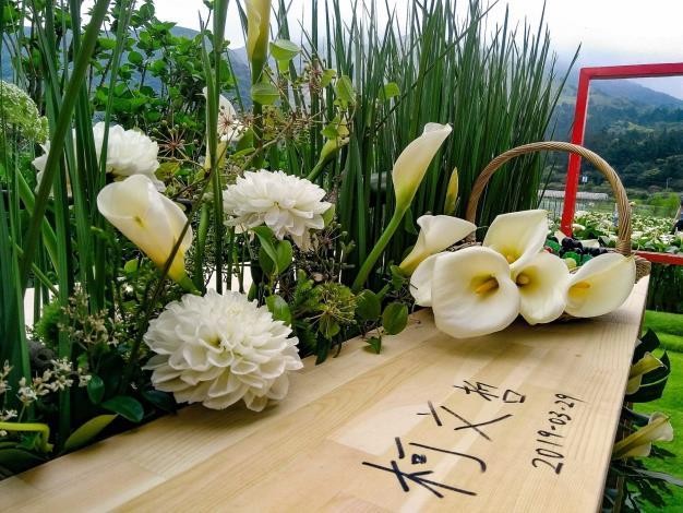 圖5.台北市長柯文哲曾到「財福海芋園」體驗花田餐桌氛圍,留下簽名。