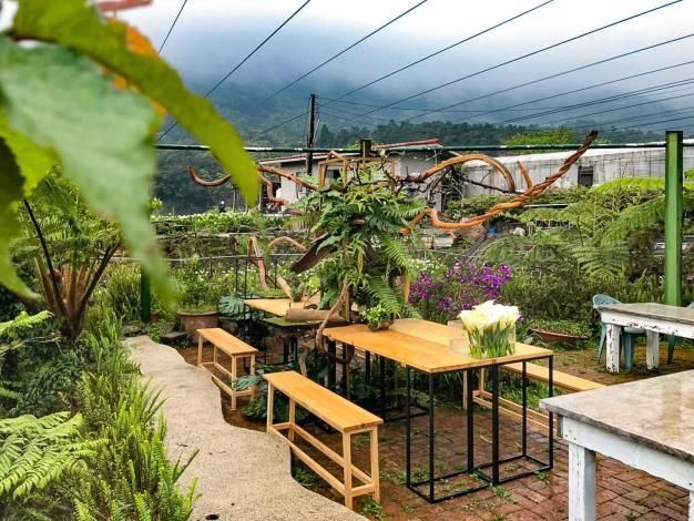 圖1.「發現生活園藝」花田餐桌布置完成(1)。