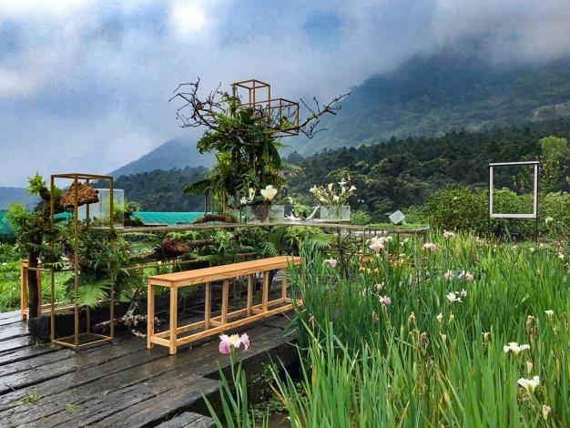 圖3.「花與樹園藝」花田餐桌佈置完成(1)。