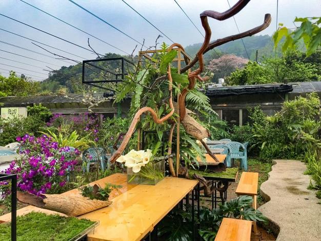 圖2.「發現生活園藝」花田餐桌布置完成(2)。