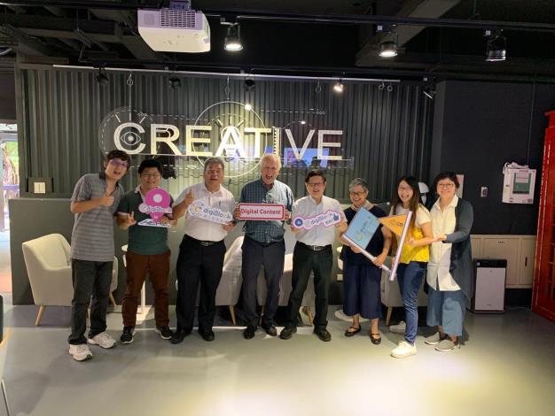 圖8、蘭德利(左四)在北市產業局林局長崇傑陪同下參訪digiBlock Taipei 臺北數位產業園區C棟,並由蔣經理紀綱(左2)進行介紹及導覽。