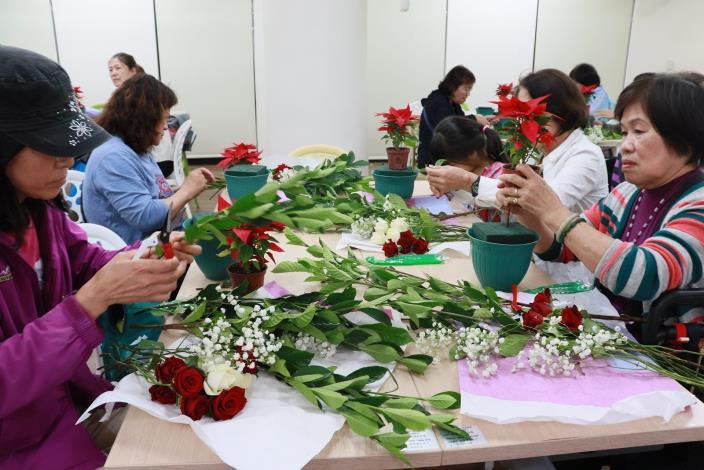 圖6.12月份的生活花藝課程,凡在市集消費滿五百即可報名參加課程.JPG