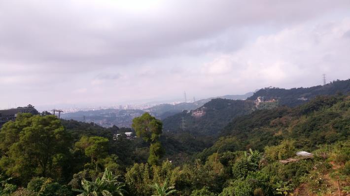 圖1.從貓空山區遠眺山區美景與臺北市市容。