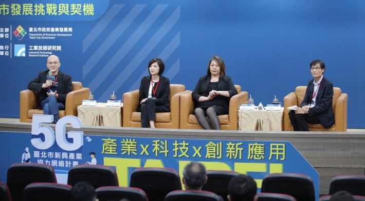 DTA詹婷怡副理事長(右2)、IDC江芳韻總經理(左2)、之初創投程九如合夥人(左1)等進行綜合會談