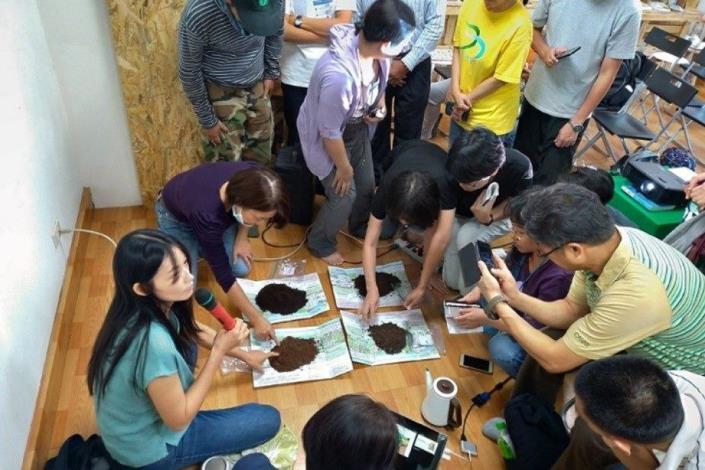 圖4. 許湘宜講師-介紹土壤個別特性上課照片