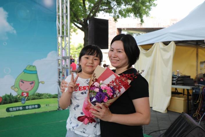 母親節「滿額馨花開」感恩媽咪活動。