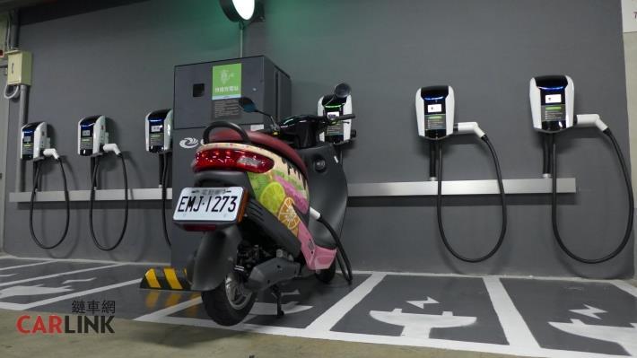 電動機車充電站
