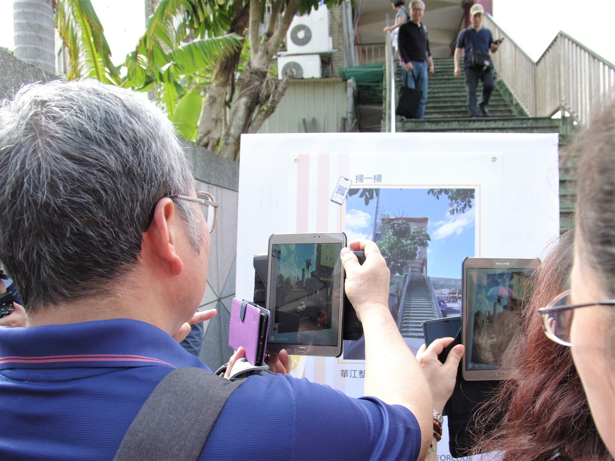 現場以AR模擬未來的華江整宅電梯樣貌