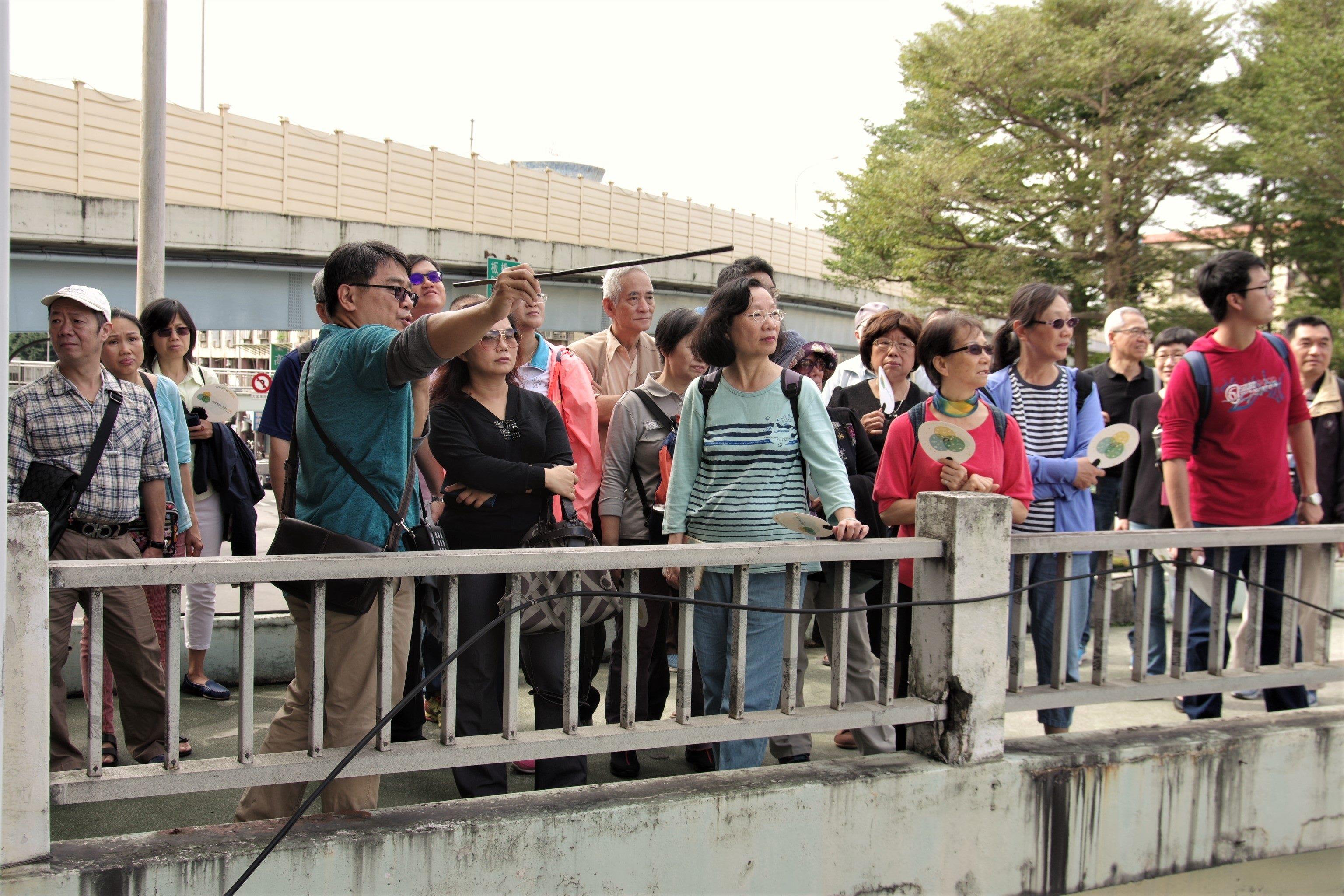 在地文史工作者高傳棋老師生動講解華江整宅的歷史
