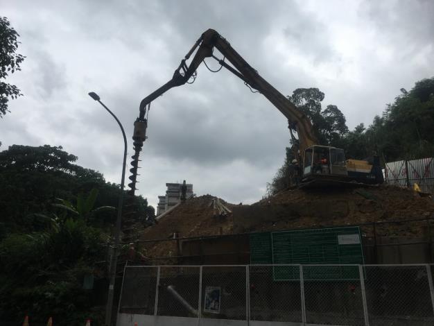 106年福興公園南側開工照片-擋土排樁鑽掘 (2).JPG[開啟新連結]