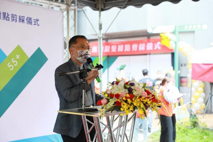 圖說二:台北市副市長蔡炳坤為北台灣第一「銀髮人才服務據點」開幕儀式致詞。
